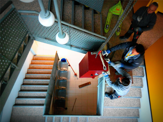 Elevación por Escalera de Caja Fuerte en Ávila