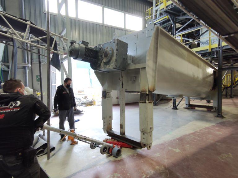 Traslado e instalación de acondicionadora de etiquetas de envases de vidrio en Guadalajara